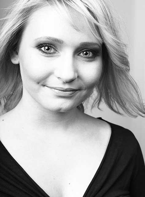Sophie. Zuständig für Verwaltung und Empfang im Team von Joy & Smile, Ihre Zahnärzte in Leipzig