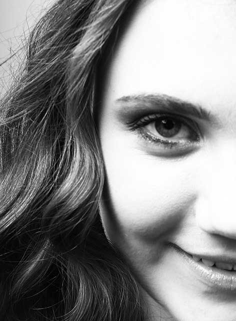 Unsere Vivian. Zuständig für Empfang und Assistenz im Team von Joy & Smile, Ihre Zahnärzte in Leipzig